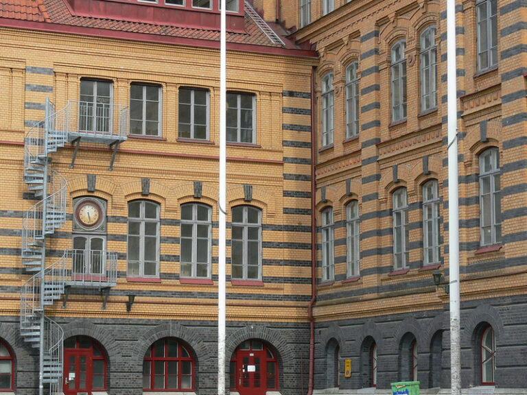 Swedish teacher guide interprets Holocaust as a controversial topic